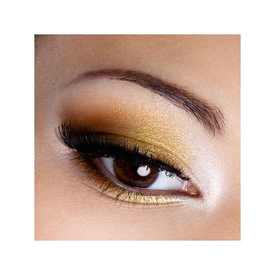 Augenbrauen färben bei Behandlung